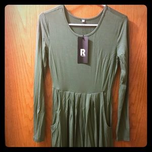 Long sleeve flowy dress with pockets-new!